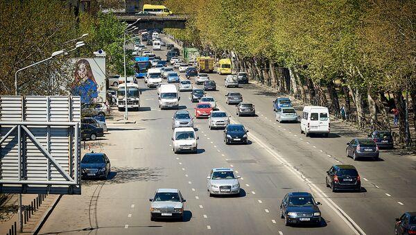 Тбилисские дороги - машины на набережной у Сухого моста - Sputnik Грузия