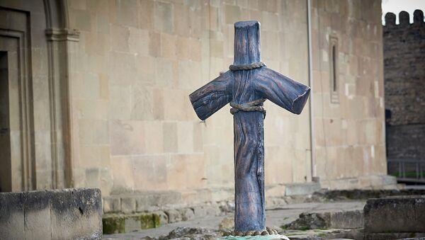 Крест Святой Нино у храма Светицховели - Sputnik Грузия