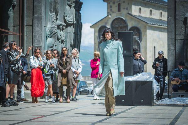 В Тбилиси свою новую коллекцию в рамках Mercedes Benz Fashion Week представил молодой бренд Situationist - Sputnik Грузия