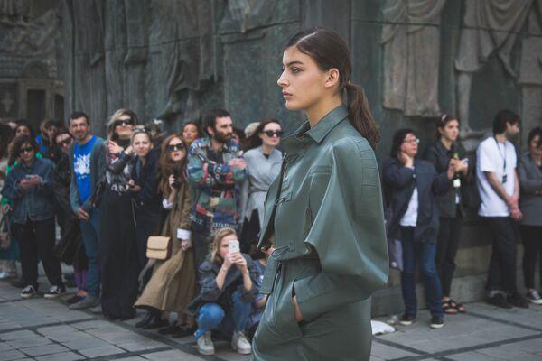 Кожаные материалы, широкие плечи, объемность – все эти элементы характерны бренду Situationist, дизайнер решил сохранить свою ДНК и на этот раз - Sputnik Грузия