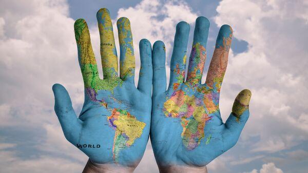 მსოფლიო რუკა ხელებზე - Sputnik საქართველო