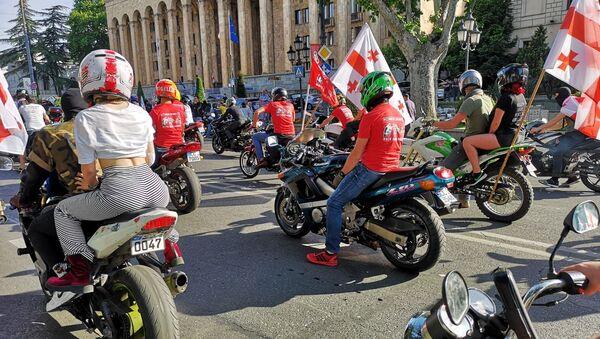 Байкеры присоединились к шествию в столице Грузии в День сплоченности семьи - Sputnik Грузия