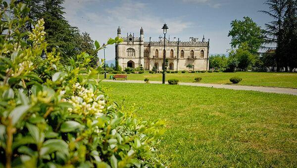 Дворец князей Дадиани. Музей и Ботанический сад Зугдиди - Sputnik Грузия