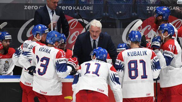 Главный тренер сборной Чехии Милош Ржига инструктирует игроков - Sputnik Грузия
