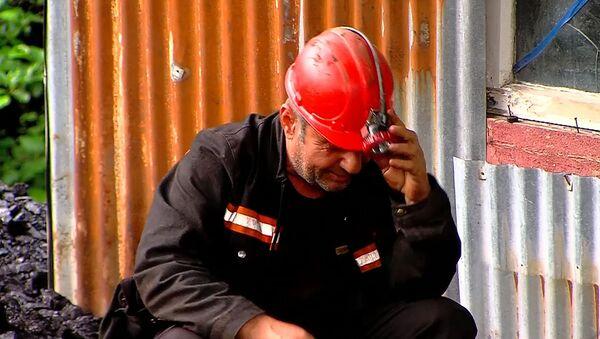 Один из шахтеров, который занимается добычей угля. Шахта в Ткибули, где произошел обвал - Sputnik Грузия
