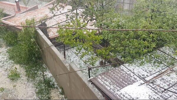 Сильный град в Тбилиси - видео очевидцев - Sputnik Грузия