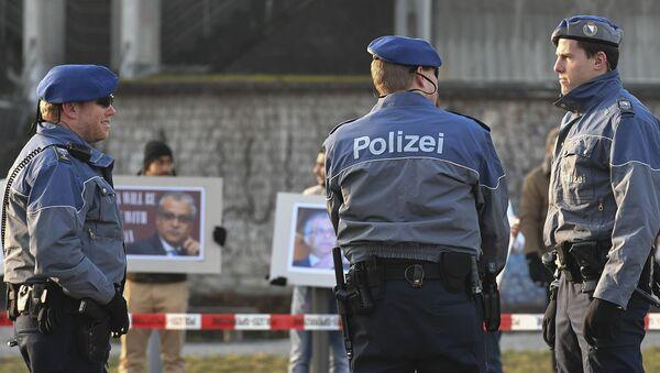 Полицейские у Халленштадиона в Цюрихе - Sputnik Грузия