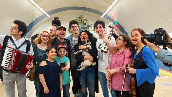 Музыкальный флешмоб Аниты Рачвелишвили и юных музыкантов в тбилисском метро - Sputnik Грузия