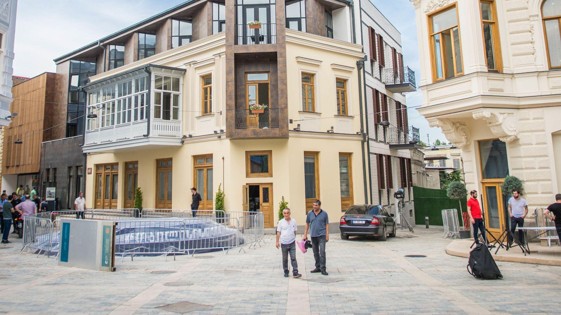 Здания после ремонтно-восстановительных работ. Из серии Площадь Орбелиани после реконструкции - Sputnik Грузия, 1920, 29.09.2021