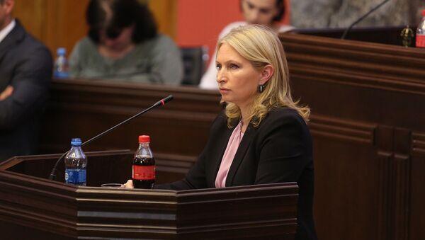 Министр экономики и устойчивого развития Натия Турнава в парламенте - Sputnik Грузия
