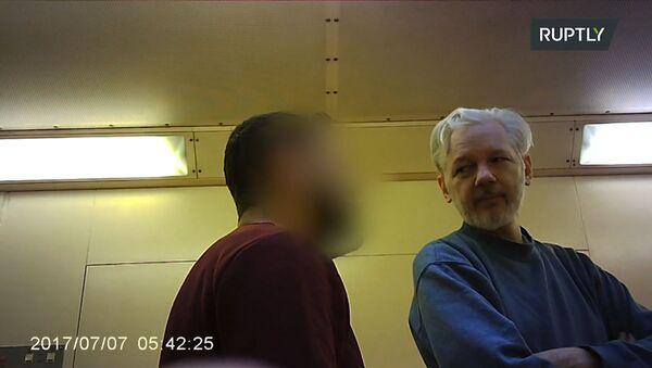 Джулиан Ассанж в тюрьме строго режима Белмарш - Sputnik Грузия
