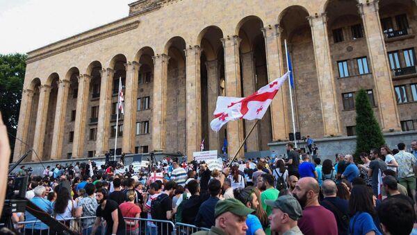 Третий день акций протеста у здания парламента в Тбилиси - Sputnik Грузия