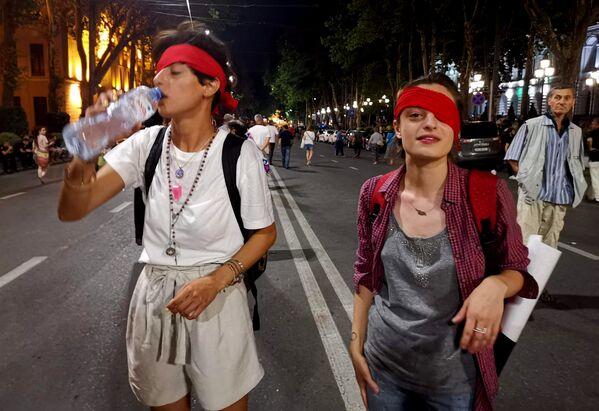 На акции много молодежи и девушек  - Sputnik Грузия