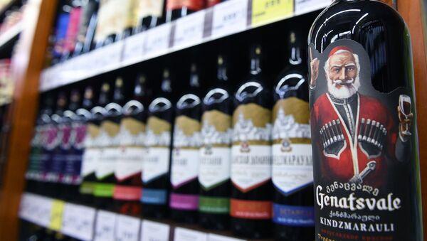 Грузинское вино Киндзмараули на полках магазина в Москве - Sputnik Грузия