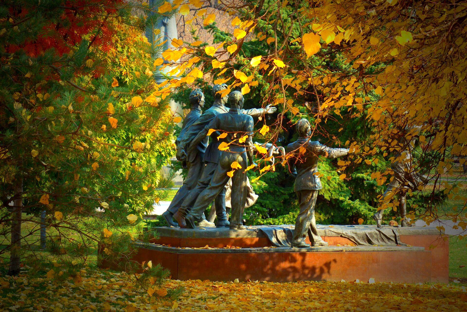 Памятник Веры Мухиной Требуем мира! в парке искусств Музеон в Москве - Sputnik Грузия, 1920, 22.09.2021