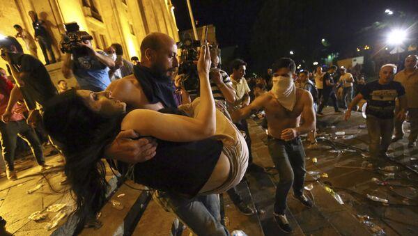 Разгон акции в ночь с 20 на 21 июня. Протестующие на проспекте Руставели - Sputnik Грузия