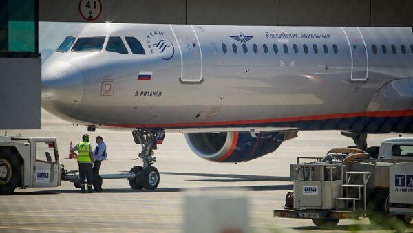 Пассажирский самолет компании Аэрофлот в Тбилисском аэропорту - Sputnik Грузия