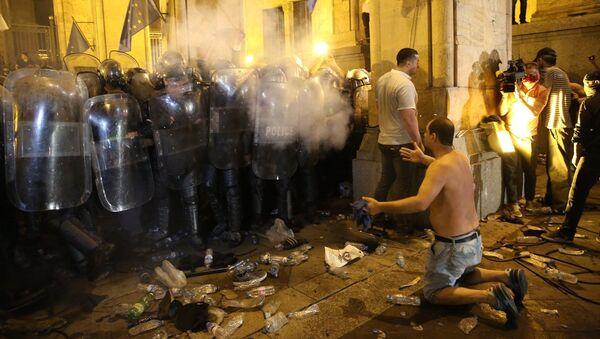Разгон акции протеста у здания парламента Грузии в ночь с 20 на 21 июня. Спецназ и полиция - Sputnik Грузия