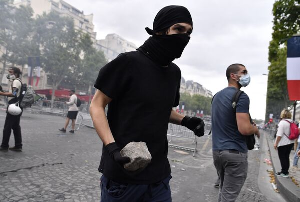 Несмотря на повышенные меры безопасности, избежать нарушения общественного порядка не удалось - Sputnik Грузия