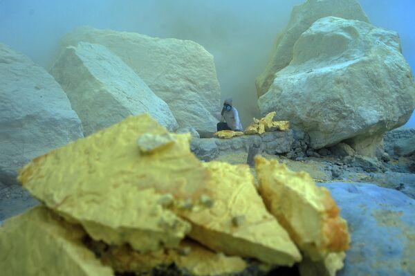 В дальнейшем минерал используют для обесцвечивания сахара, вулканизации резины, а также в промышленности  - Sputnik Грузия