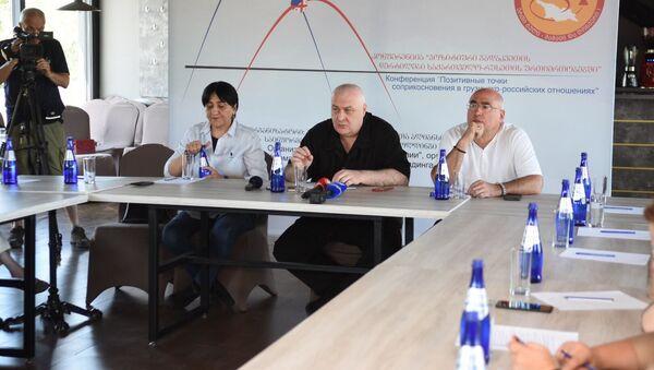 Ирма Инашвили, Давид Тархан-Моурави и Малхаз Гулашвили, конференция Позитивные точки соприкосновения в грузинско-российских отношениях,  - Sputnik Грузия