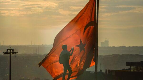 Турецкий флаг на площади Таксим в Стамбуле - Sputnik საქართველო