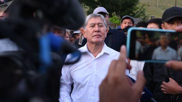 Бывший президент КР Алмазбек Атамбаев - Sputnik Грузия