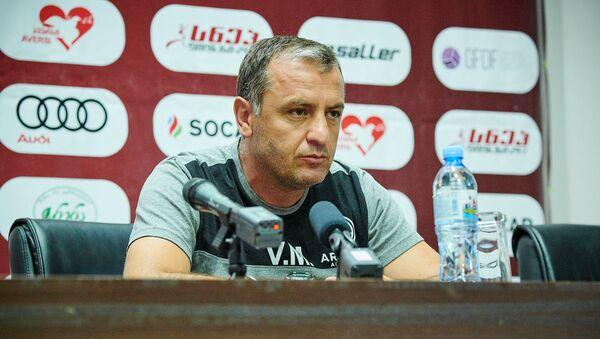 Главный тренер клуба Арарат-Армения Вардан Минасян на пресс-конференции - Sputnik Грузия