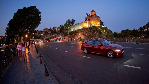 Метехская церковь и памятник Вахтангу Горгасали - вид на Тбилиси с Метехского моста - Sputnik Грузия