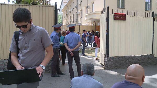 Суд Бишкека оставил под арестом Атамбаева - видео - Sputnik Грузия