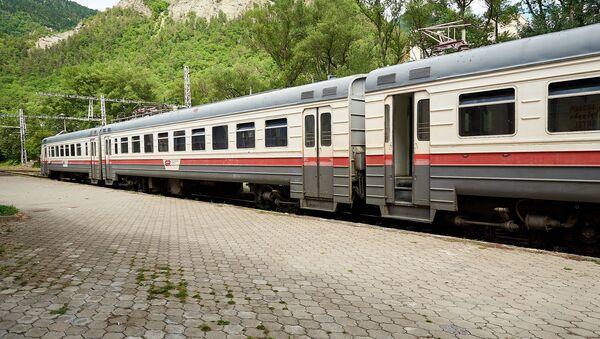 Пассажирский поезд - Sputnik Грузия