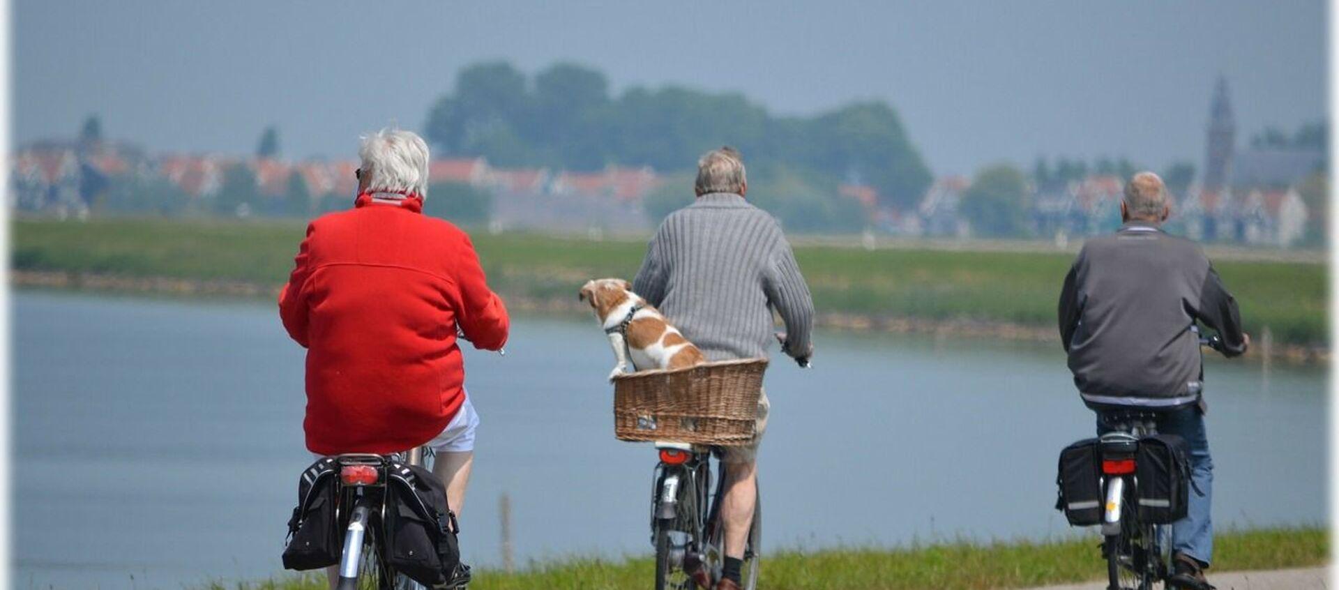 ასაკოვანი ადამიანები ველოსიპედებით - Sputnik საქართველო, 1920, 25.09.2019