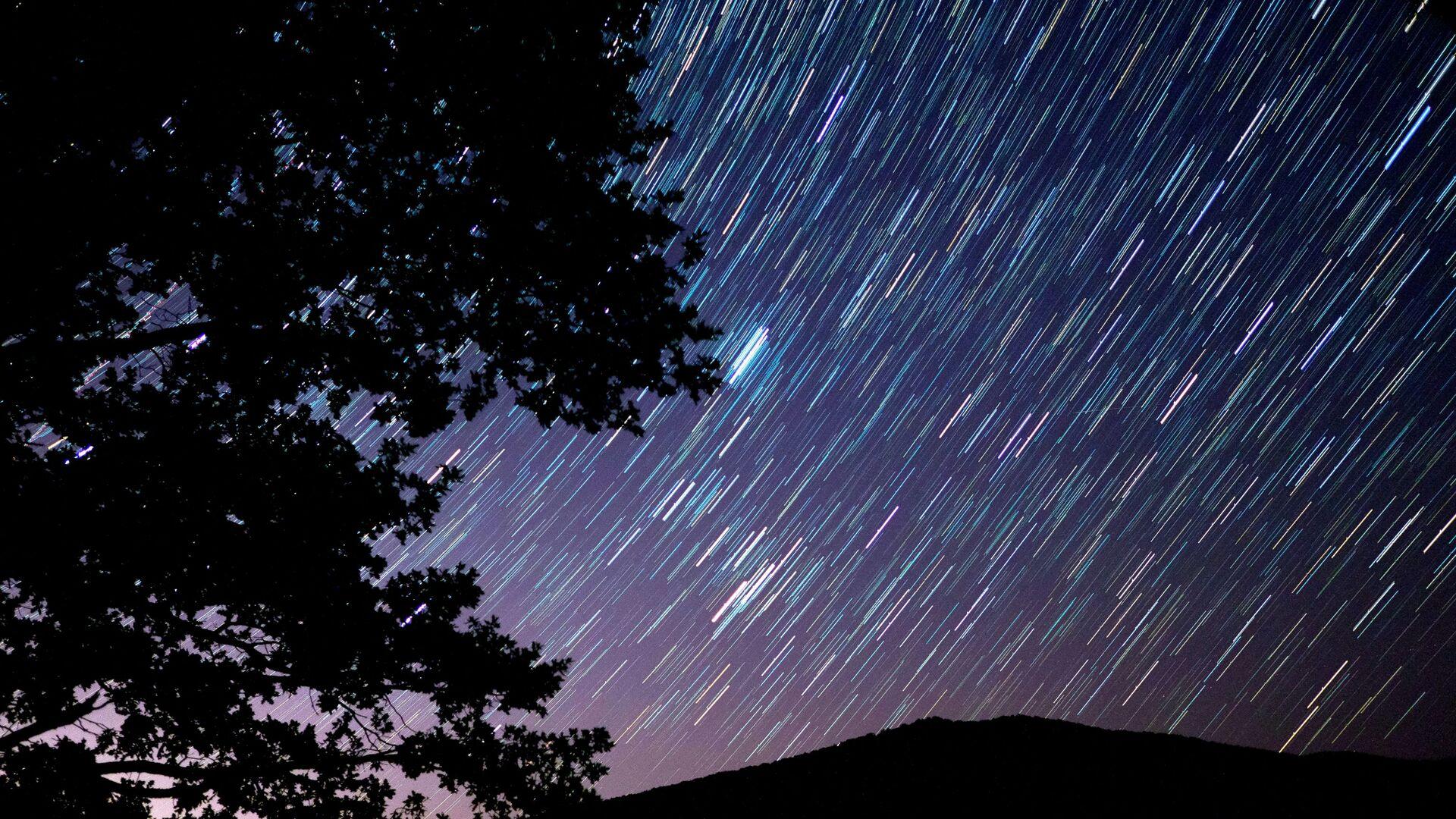 Звездное небо, наблюдаемое в Краснодарском крае во время метеорного потока Персеиды - Sputnik Грузия, 1920, 08.10.2021