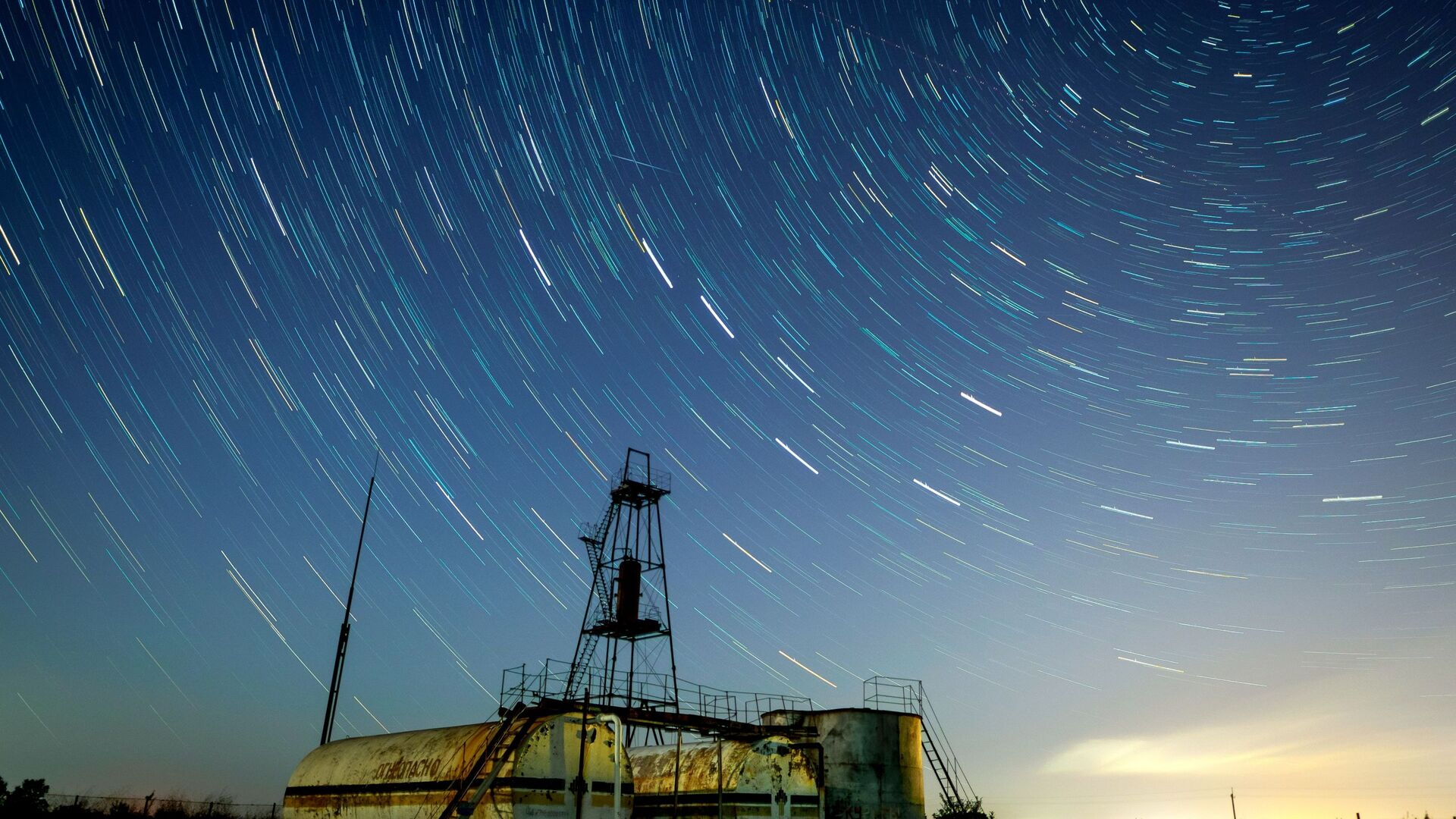 Звездное небо, наблюдаемое в Краснодарском крае во время метеорного потока Персеиды - Sputnik Грузия, 1920, 14.10.2021
