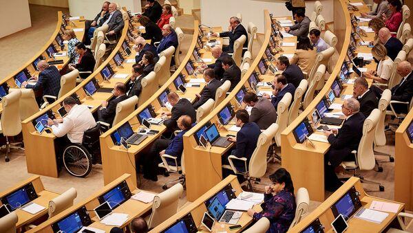 Депутаты парламента Грузии в зале заседаний за работой - Sputnik Грузия