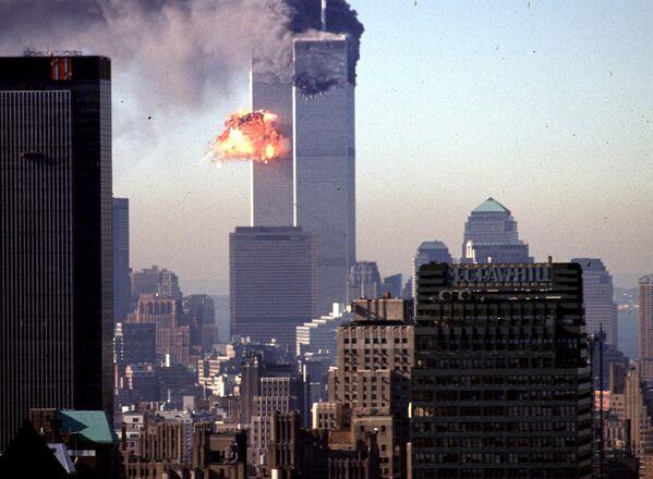 Самолет врезается в башню Всемирного торгового центра 11 сентября 2001 года - Sputnik Грузия