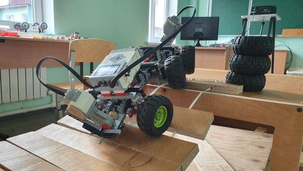 Управляемая модель, сконструированная на уроке робототехники - Sputnik Грузия