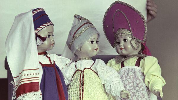 Куклы в национальных костюмах - Sputnik Грузия