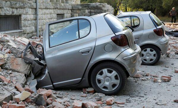 Сильно повреждены были автомобили - Sputnik Грузия