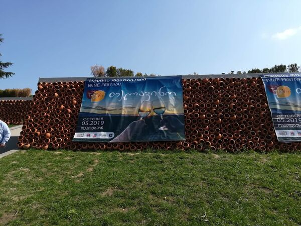 В этом году фестиваль прошел на уникальной территории Телавского исторического музея, прямо у дворца грузинского царя Ираклия II - Sputnik Грузия