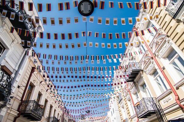 ძველი ქუჩების თავზე ცა გააფერადეს მისალოცი ბარათებით - Sputnik საქართველო