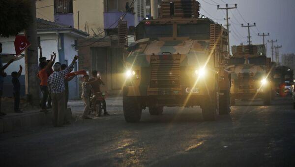 Ситуация на границе Турции и Сирии. Турецкая военная колонна пересекает сирийскую границу - Sputnik Грузия
