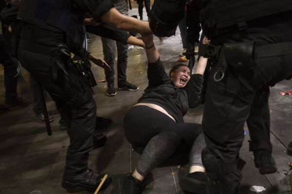 Среди митингующих есть как пострадавшие, так и задержанные - Sputnik Грузия