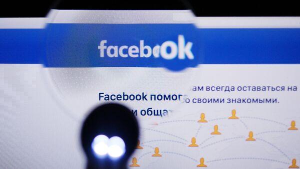 Страница социальной сети Фейсбук на экране компьютера - Sputnik Грузия