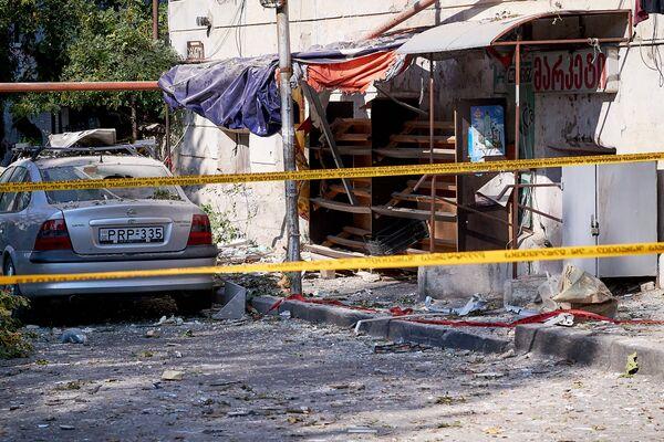 А так выглядела после взрыва противоположная часть улицы, которая проходит рядом с домом, где взорвался газ - Sputnik Грузия