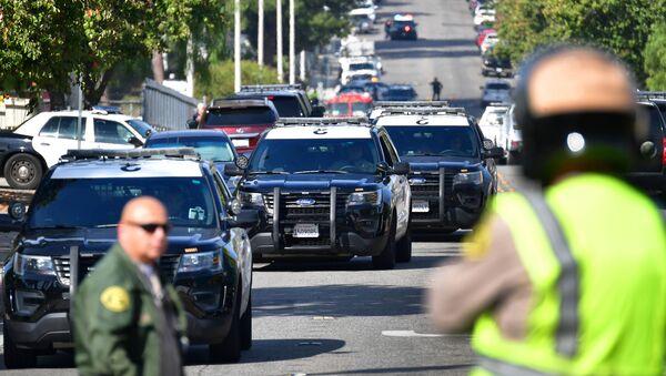 Полиция на месте стрельбы в школе калифорнийского города Санта-Кларита (США)   - Sputnik Грузия
