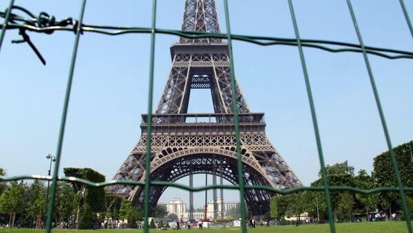Эйфелева башня в Париже, архивное фото - Sputnik Грузия