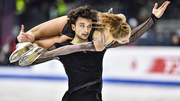 Фигуристы Мария Казакова и Георгий Ревия стали победителями сезона из серии Гран-При среди юниоров - Sputnik Грузия
