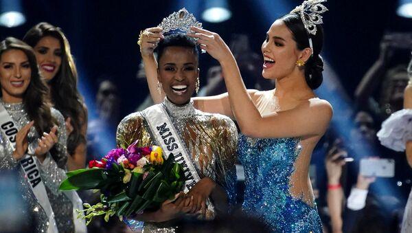 Победительница международного конкурса красоты Мисс Вселенная в 2019 году представительница ЮАР Зозибини Тунзи - Sputnik Грузия
