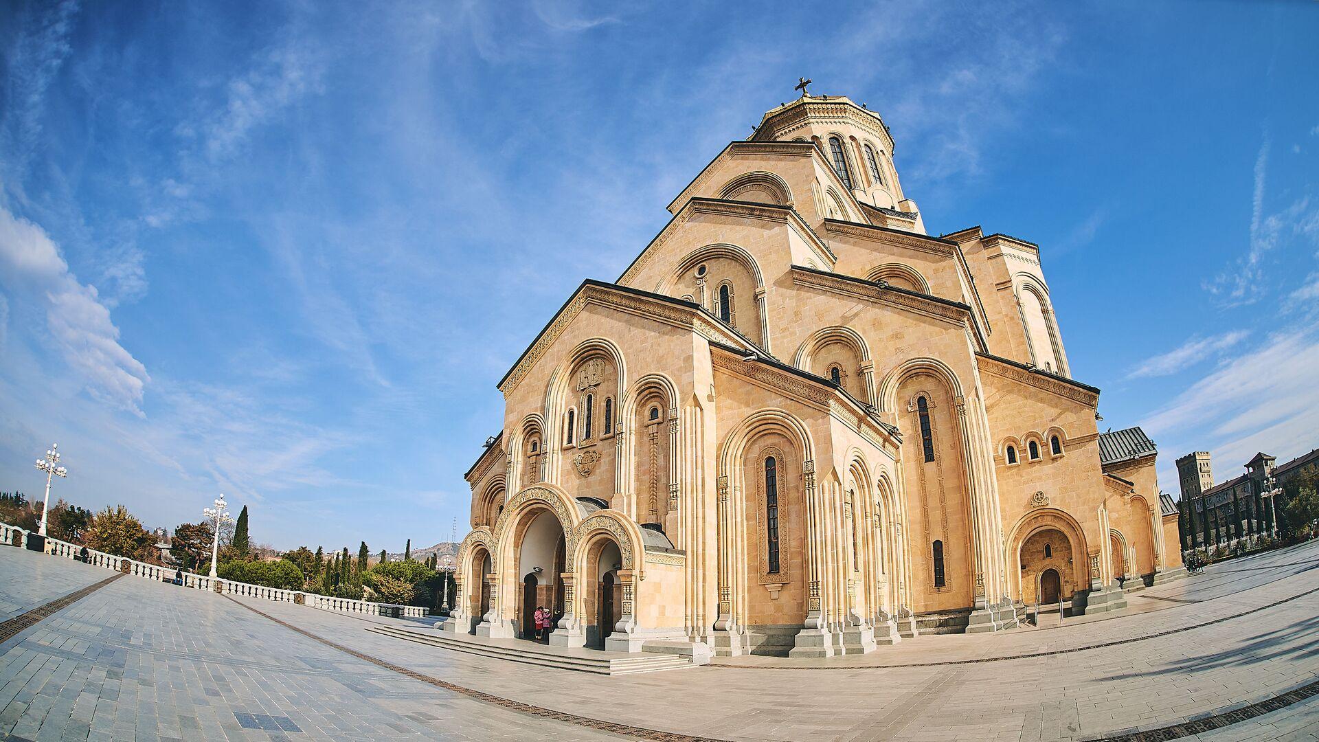 Собор Святой Троицы - Самеба в солнечный день - Sputnik Грузия, 1920, 02.09.2021